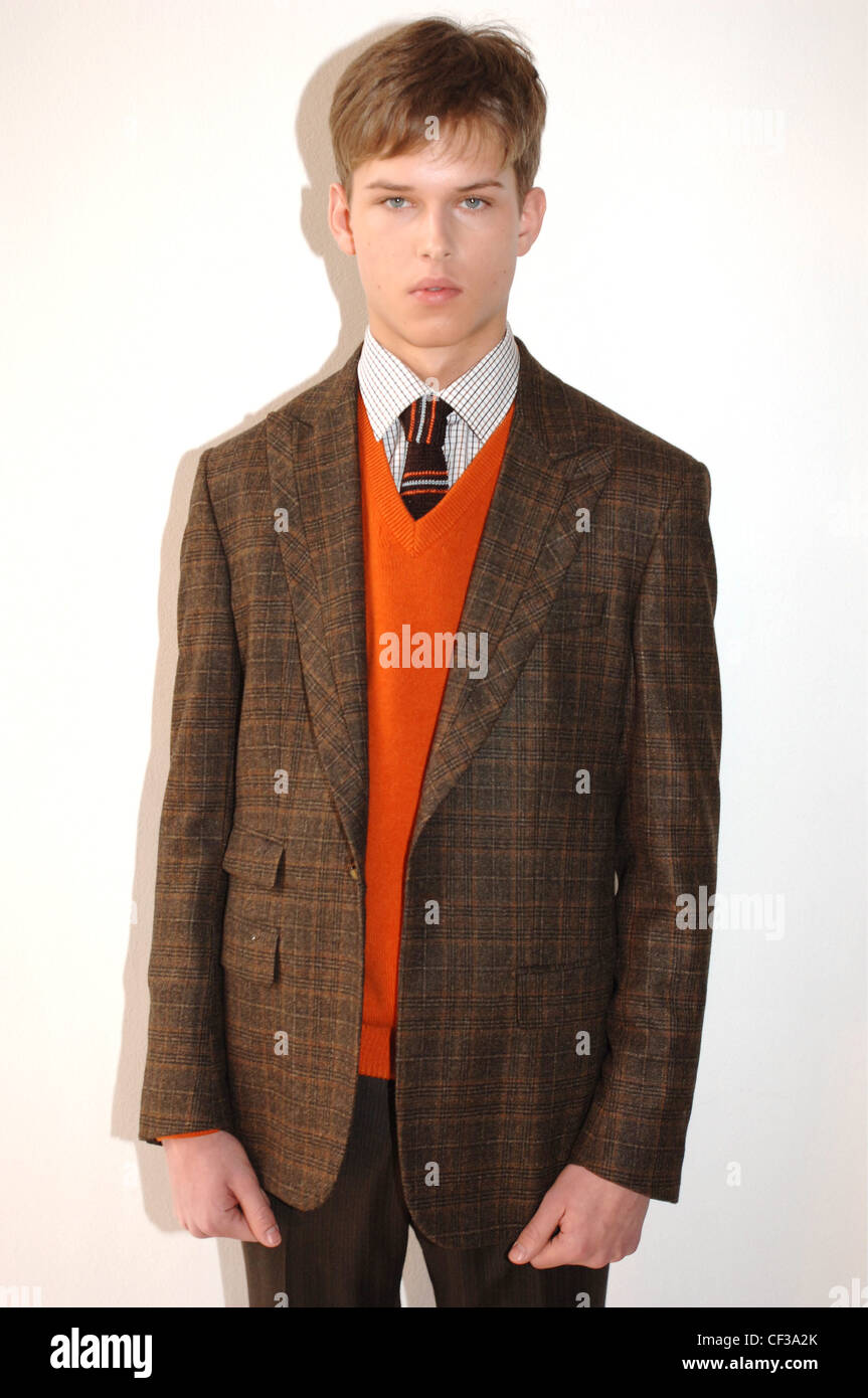 Fashion week Wear to what with brown plaid blazer for woman