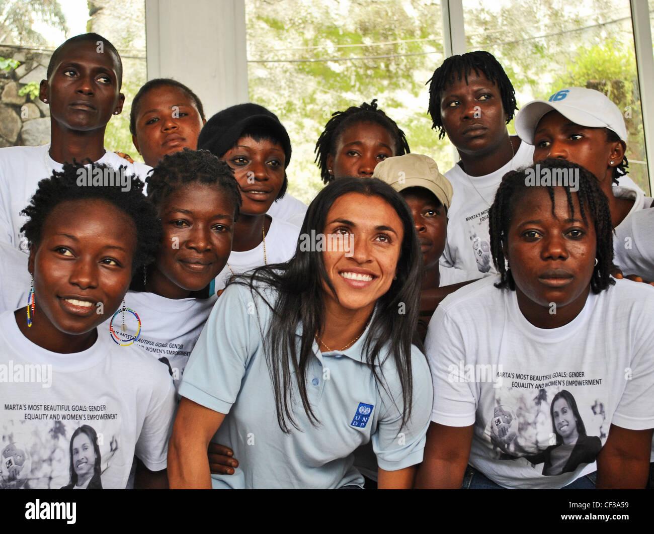 Brazilian footballer and UNDP goodwill ambassador Marta Vieira da Silva with the Sierra Leonean female football - Stock Image