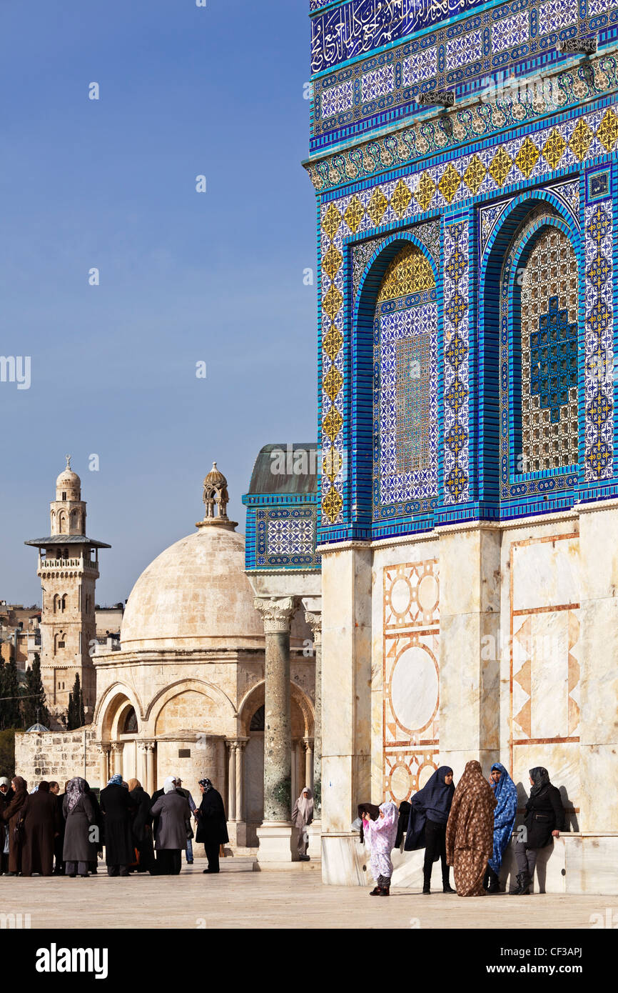 Israel, Jerusalem, Dome of the Rock mosque, with group of people Stock Photo
