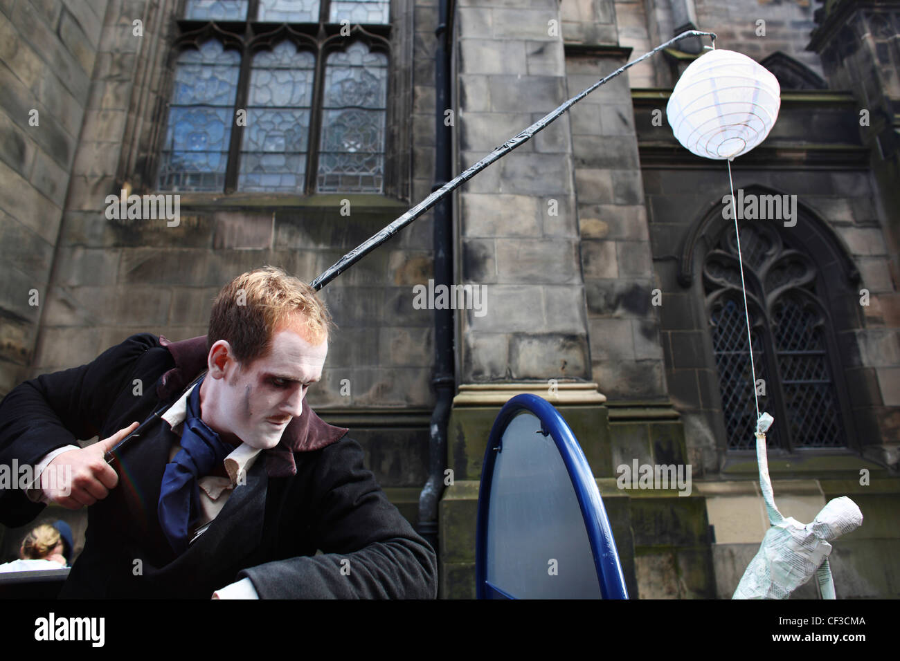 An artiste from The River People performing in the Royal Mile during the Edinburgh festival fringe. - Stock Image