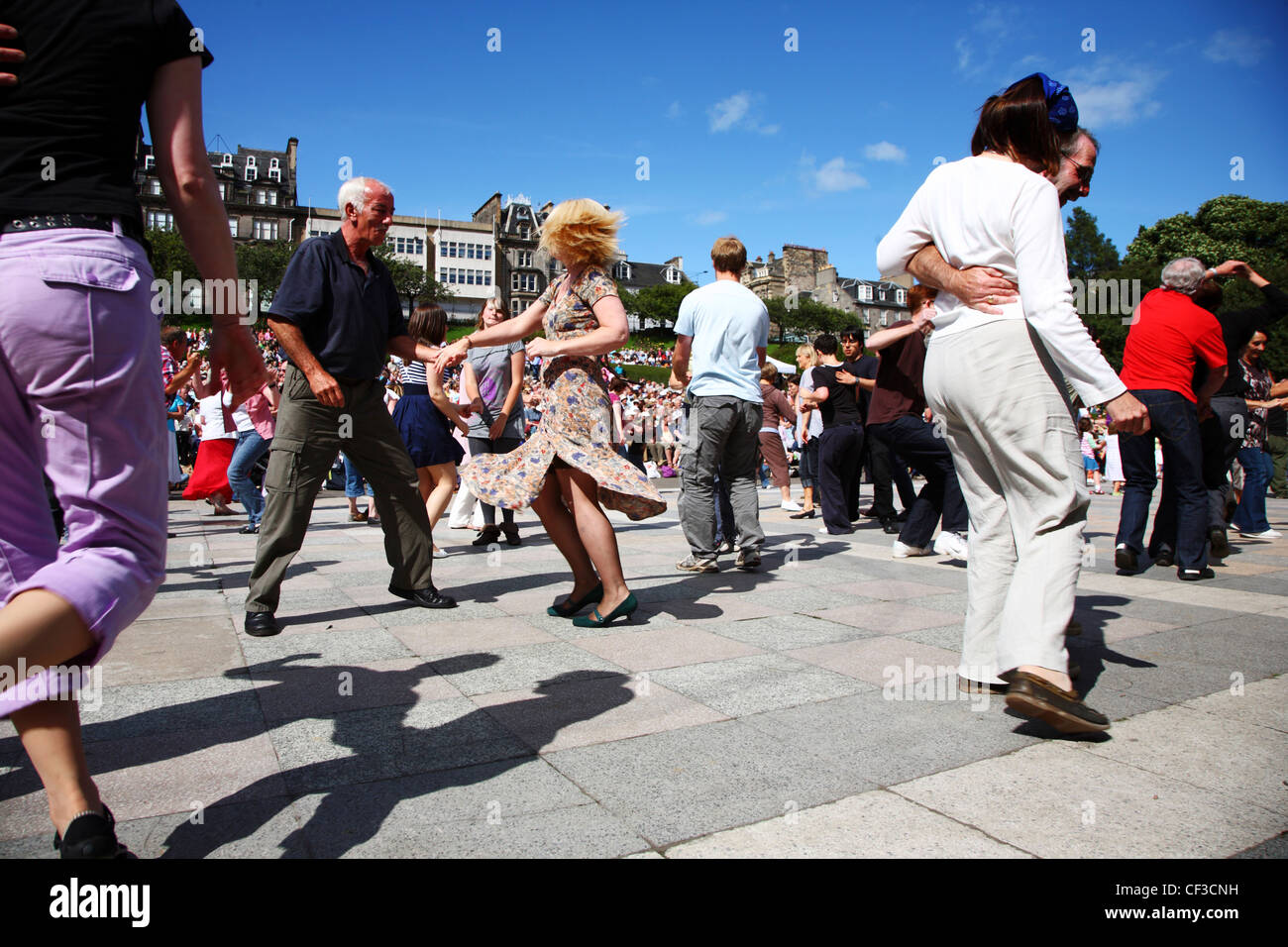 People dancing in Princes Street Gardens at the Edinburgh Jazz & Blues Festival. - Stock Image