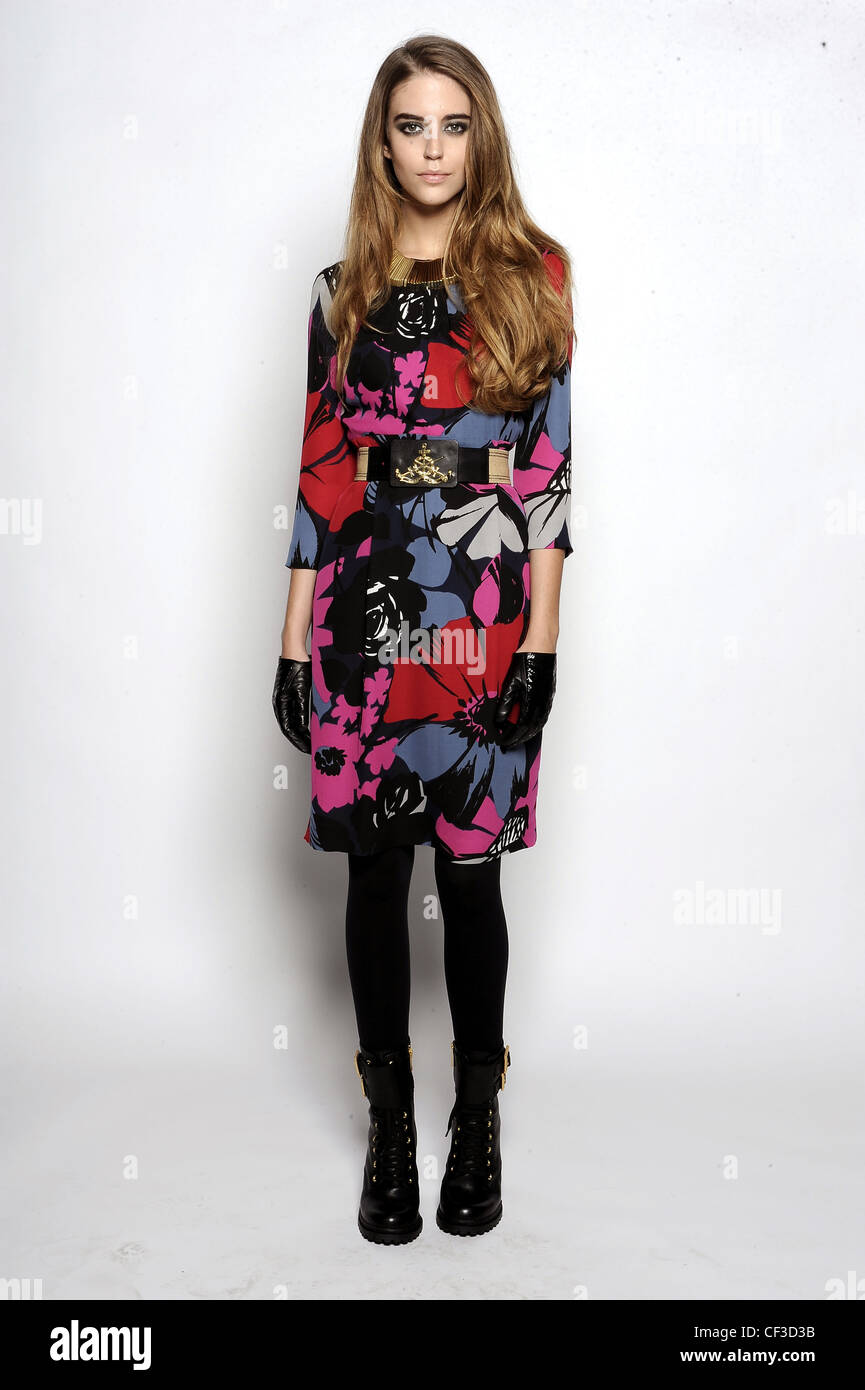 3b1fa4efe118 Tory Burch New York Ready to Wear Autumn Winter Multicoloured floral print  dress, leather gloves