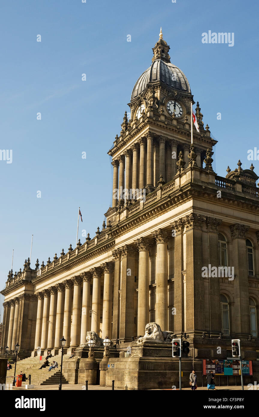Leeds Town Hall, built between 1853 -1858 in The Headrow (formerly Park Lane). - Stock Image