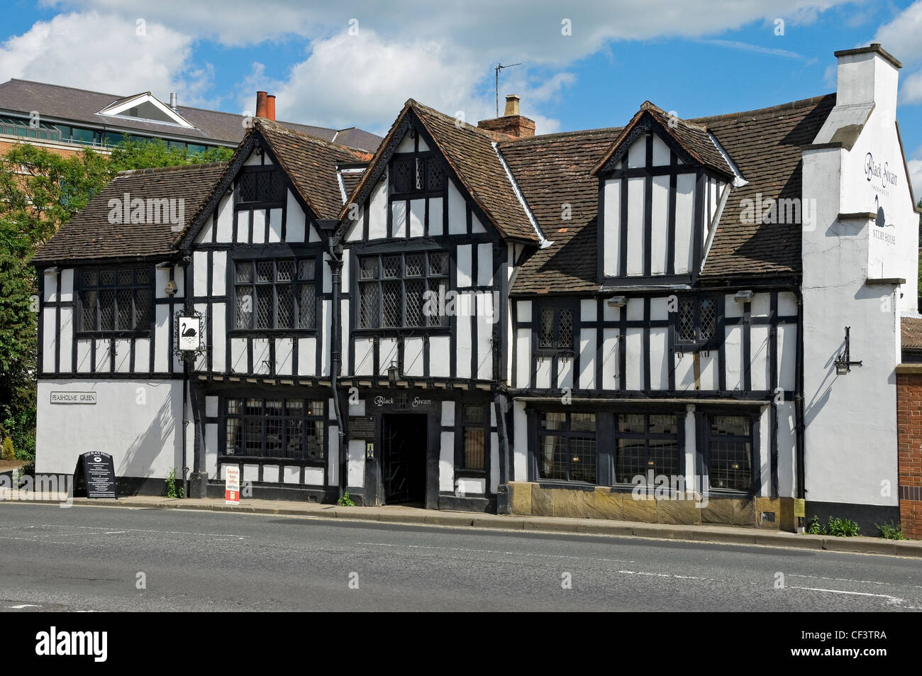 The Black Swan pub in Peasholme Green, originally built in 1417 as a family residence. - Stock Image