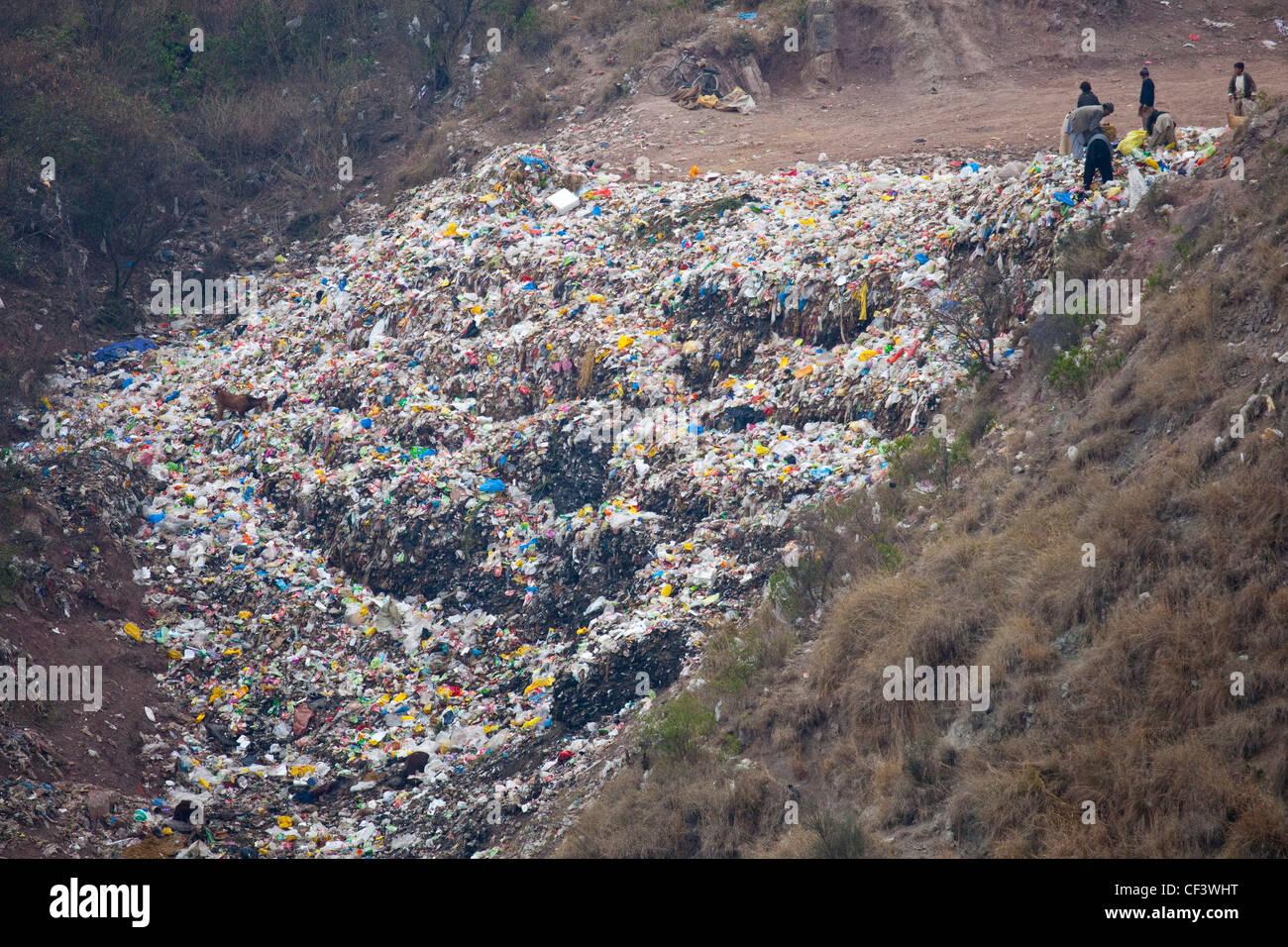 Hillside garbage, Islamabad, Pakistan - Stock Image
