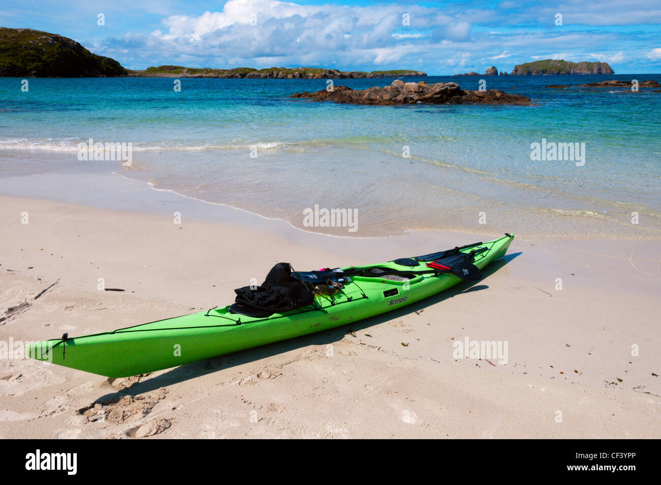 A kayak pulled up on an empty beach on Great Bernera in the Outer Hebrides. - Stock Image
