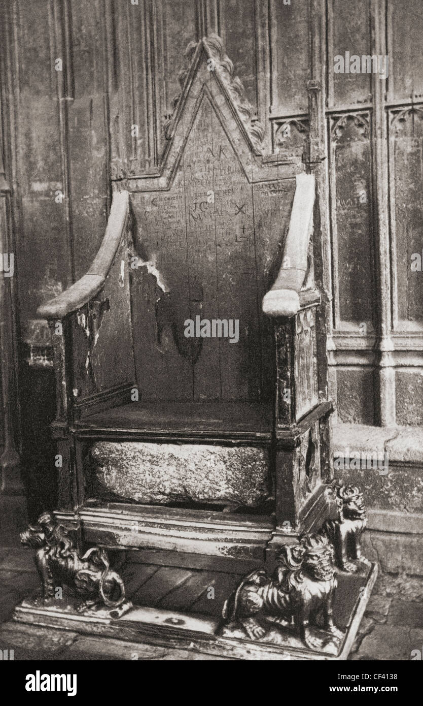 The Coronation Chair, Westminster Abbey, City of Westminster, London, England. Here seen with the Stone of Scone. - Stock Image