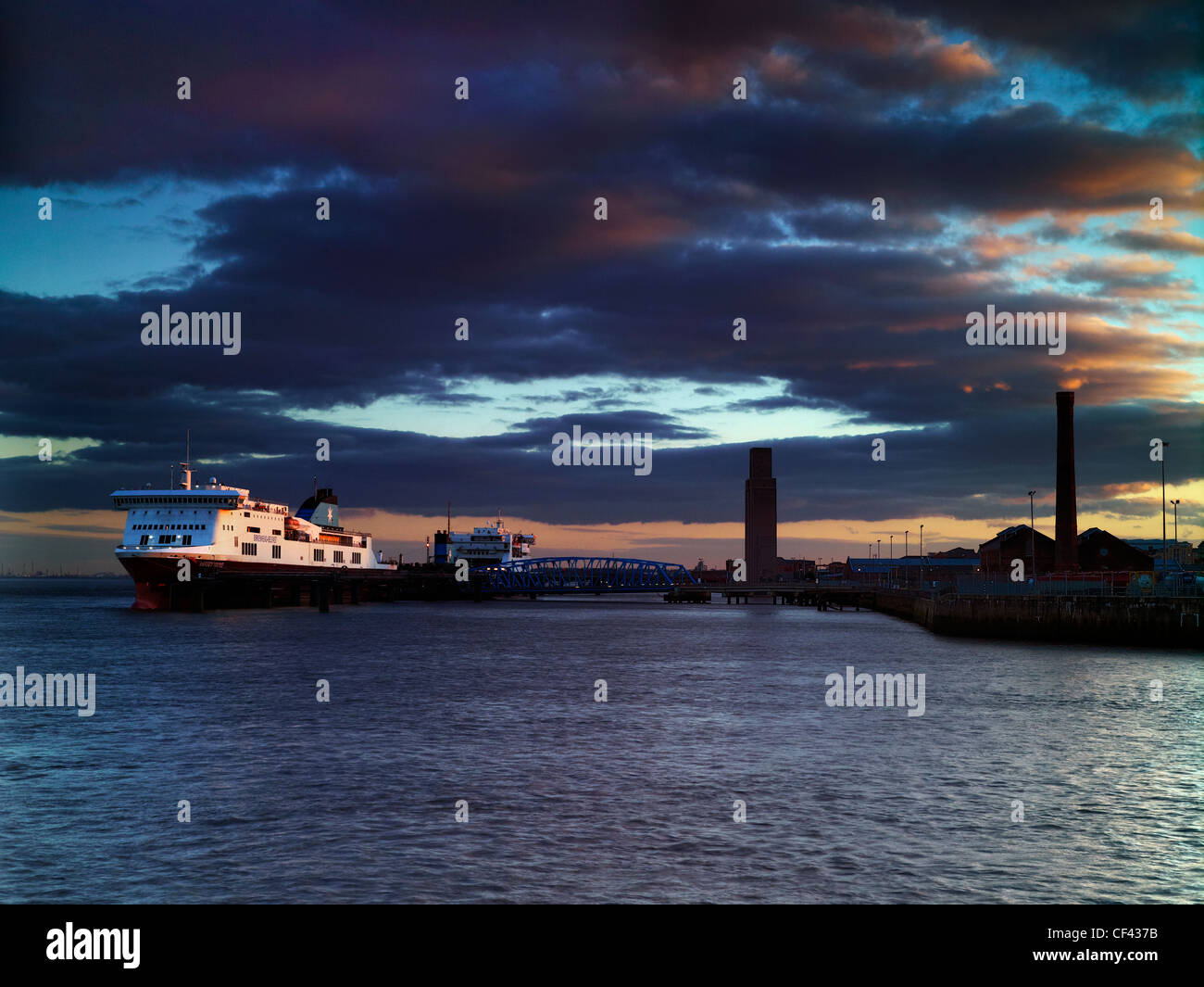 Twilight descends over the Twelve Quays ferry terminal on the River Mersey at Birkenhead. - Stock Image