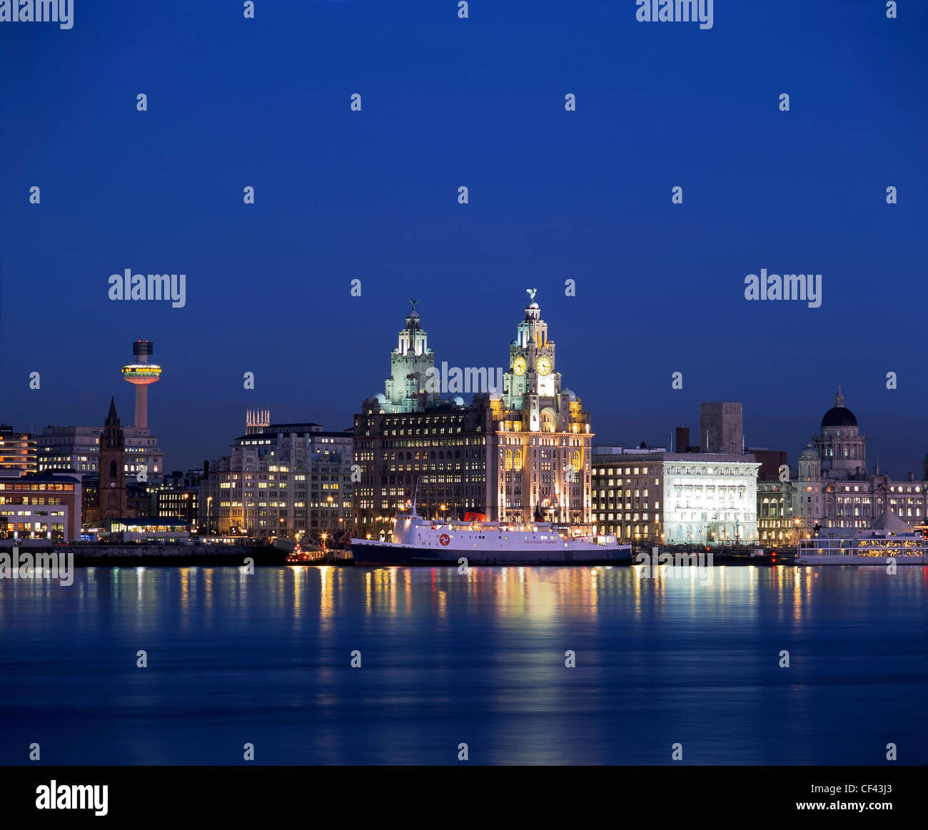 View across the River Mersey of the famous Liverpool waterfront at night. - Stock Image