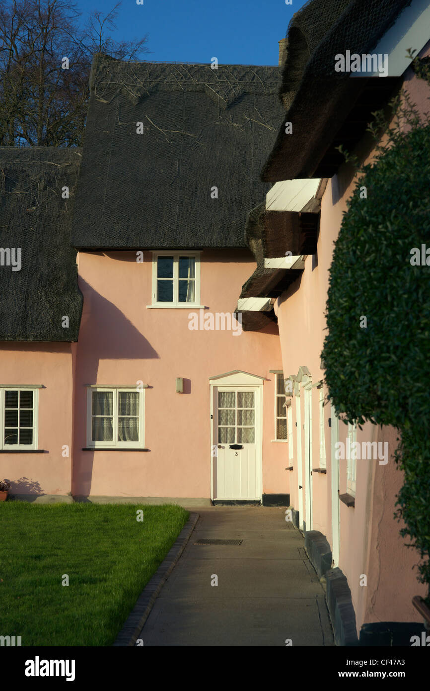 A traditional Suffolk Pink cottage in Cavendish. - Stock Image
