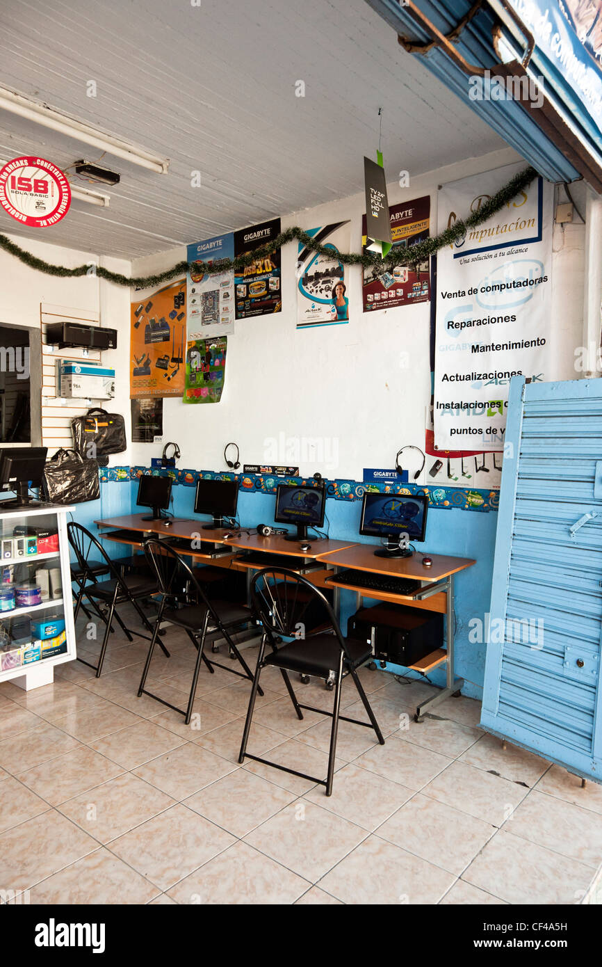 small tidy computer store open to the street with four neatly arranged public access internet rental terminals Oaxaca - Stock Image