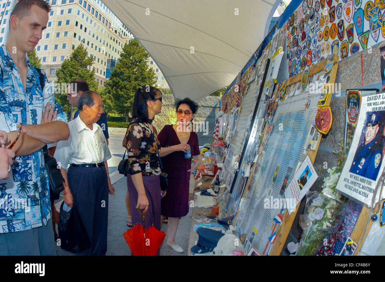NEW YORK City, NY, USA, Tourists Paying Respect at Monument for 9/11 near ground Zero, Battery Park City - Stock Image