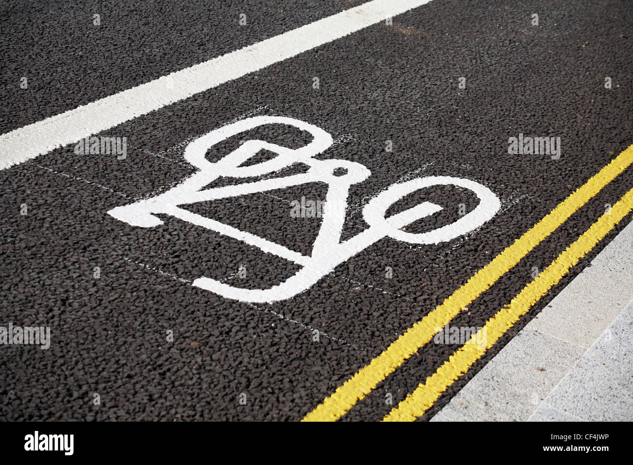 markings for cycle lane and double yellow lines on tarmaced road - Stock Image