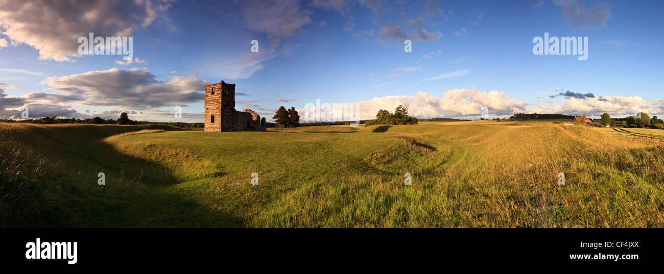 Panoramic view of Knowlton Church and earthworks. The ruined medieval church is at the centre a Neolithic ritual - Stock Image