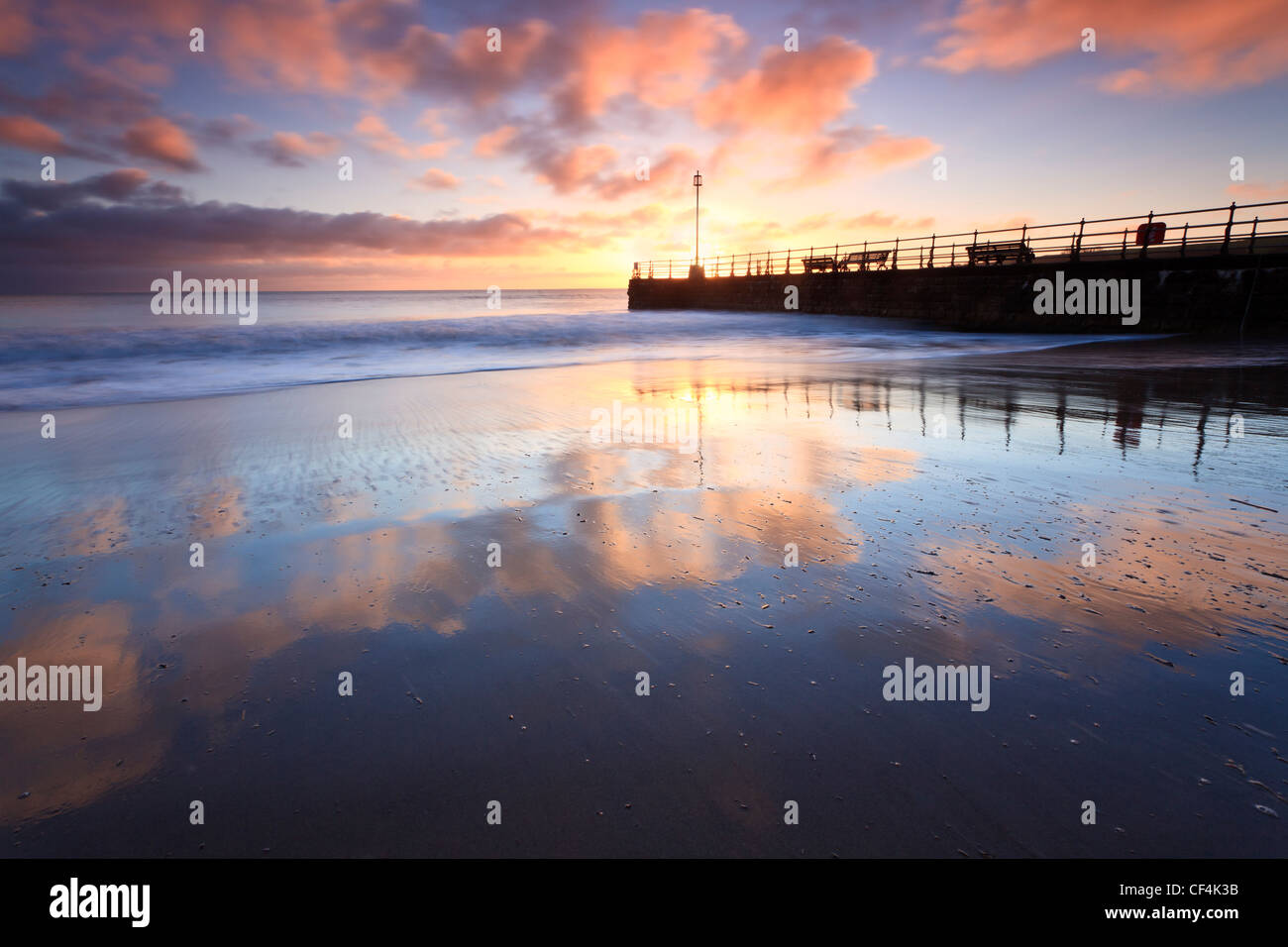 The banjo-shaped 'new jetty' on Swanage Beach at sunrise. - Stock Image