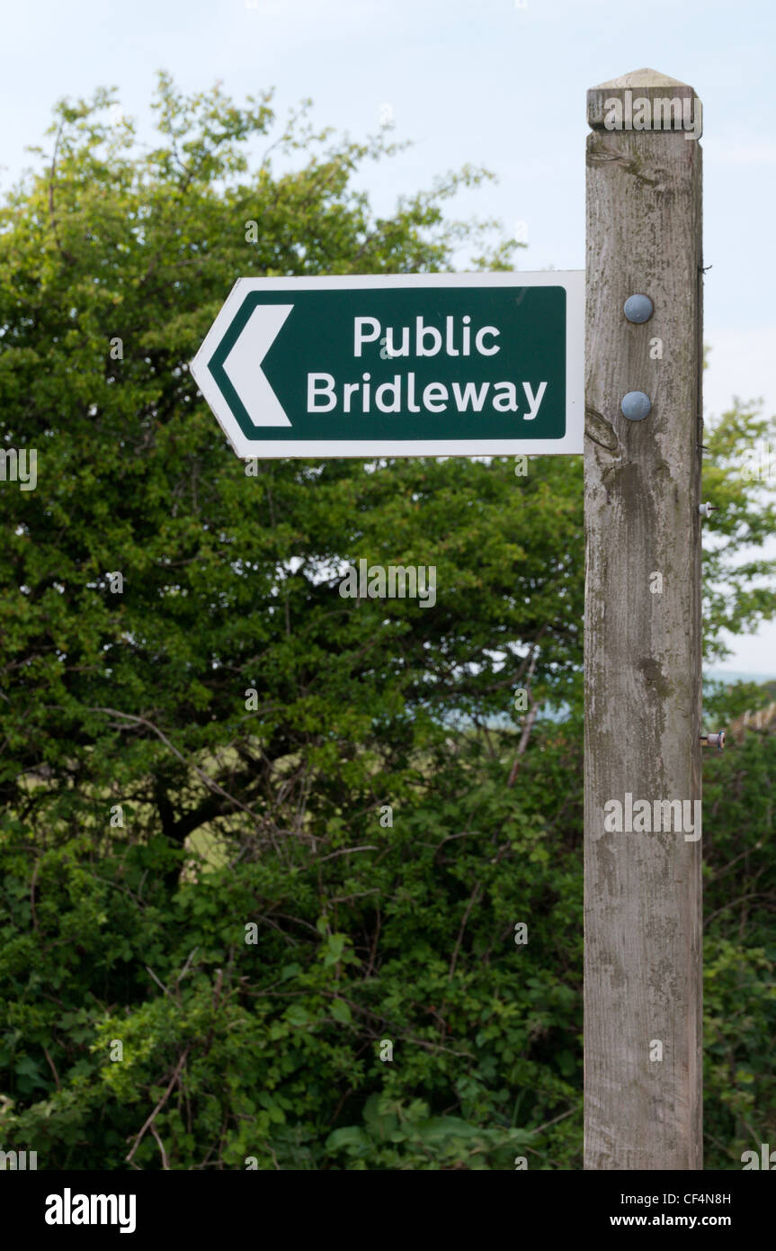 Public Bridleway sign.  See CF4N7F for right pointing sign. - Stock Image