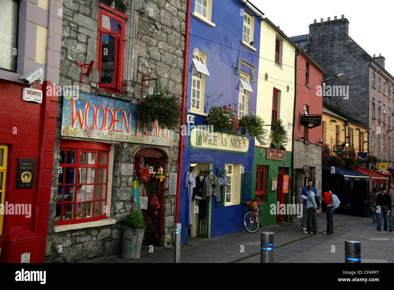 1580 shop fronts in Quay Street, Galway. - Stock Image