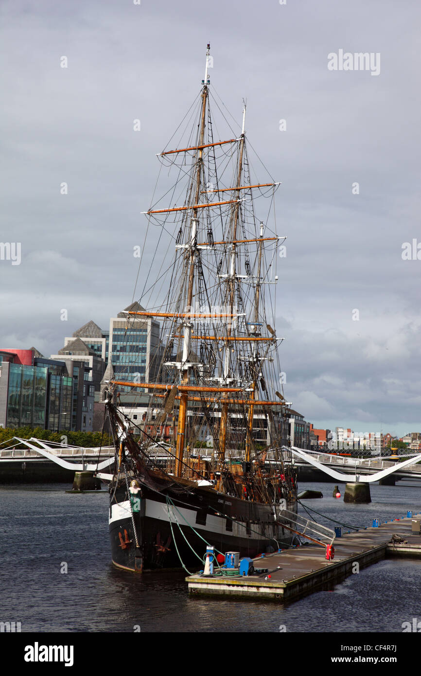 Jeanie Johnston Famine Ship Museum, a replica of the 1848 ship used on 16 voyages to transport emigrants during Stock Photo