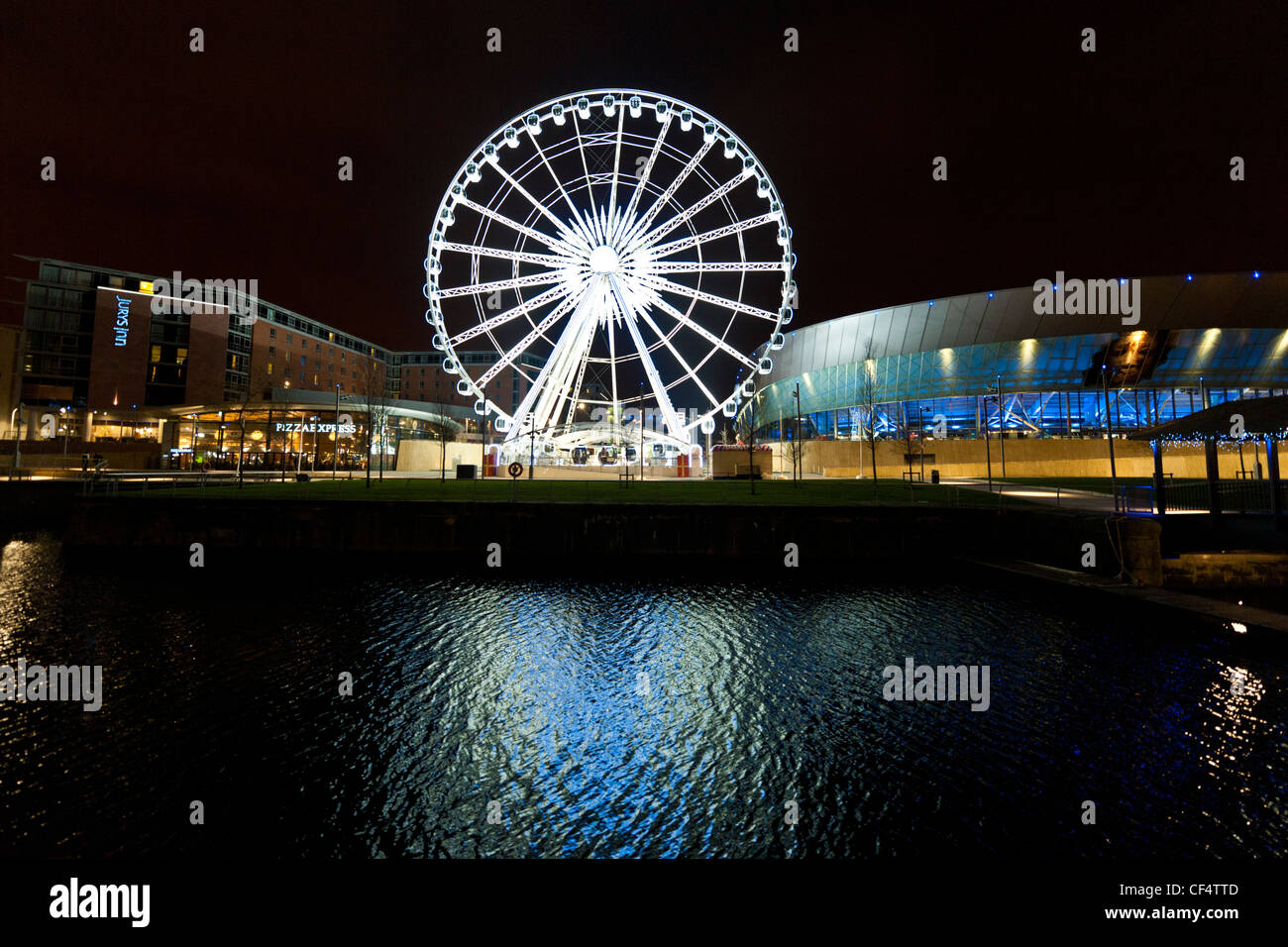 Night view of Echo Arena and Echo Liverpool Wheel reflected in the waters of Dukes Dock. - Stock Image
