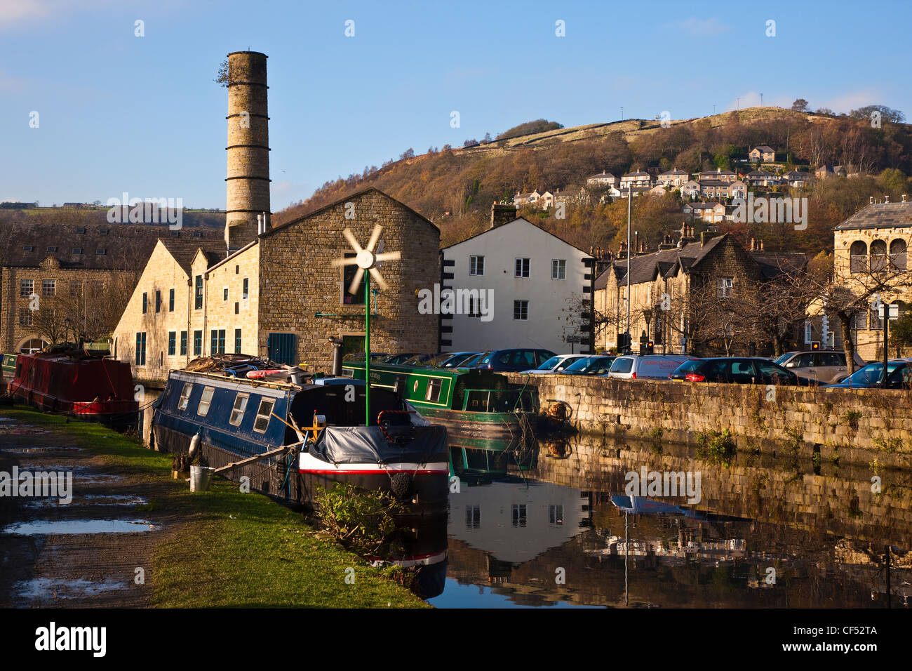 Barges on the Rochdale canal at Hebden Bridge in Calderdale. - Stock Image