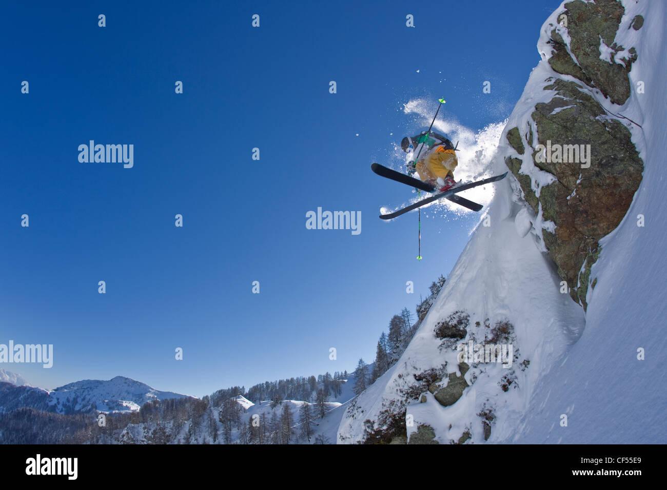 Austria, Tyrol, Kitzbuehel, Mature man doing freestyle skiing - Stock Image