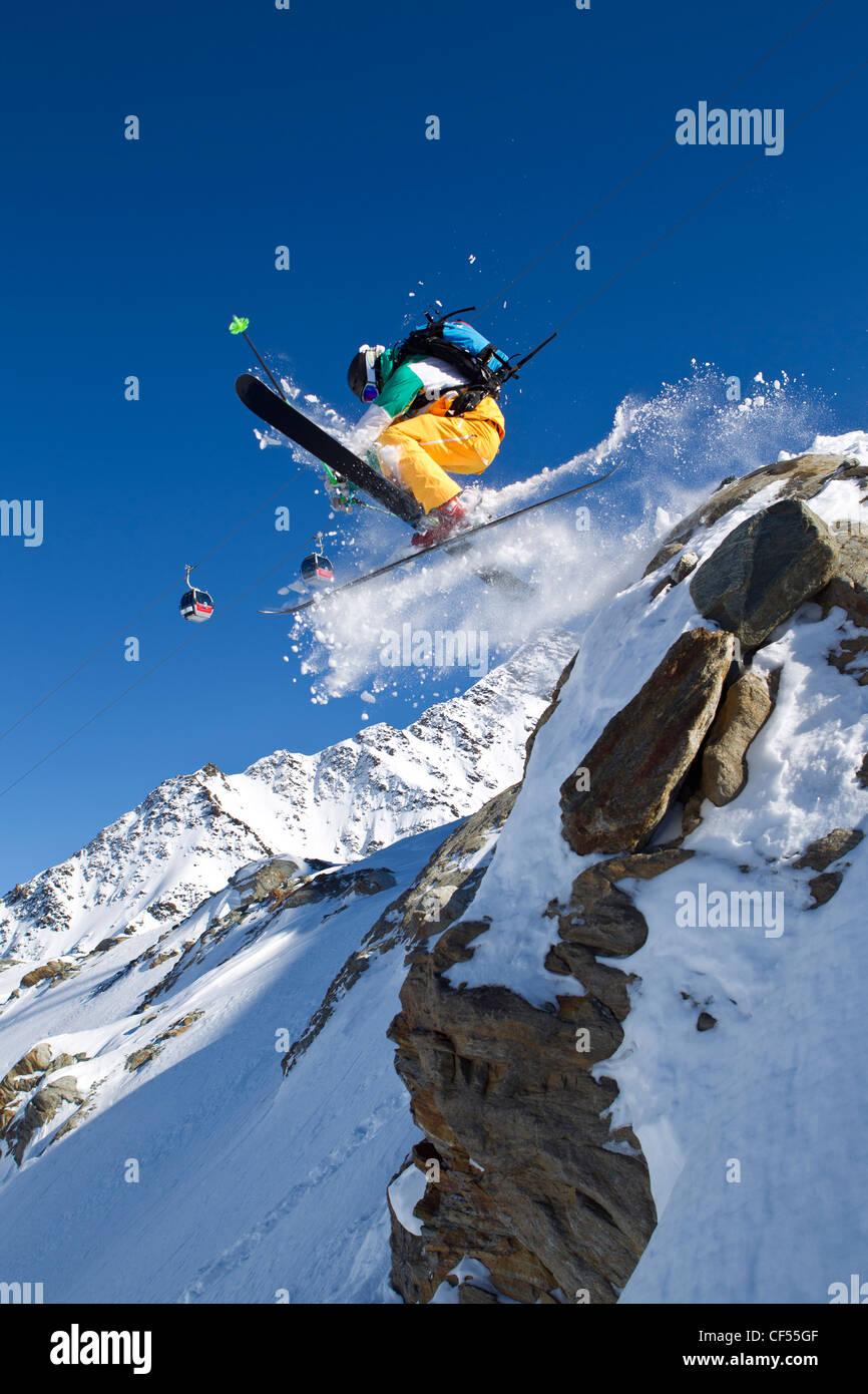 Austria, Tyrol, Pitztal, Mature man doing freestyle skiing - Stock Image