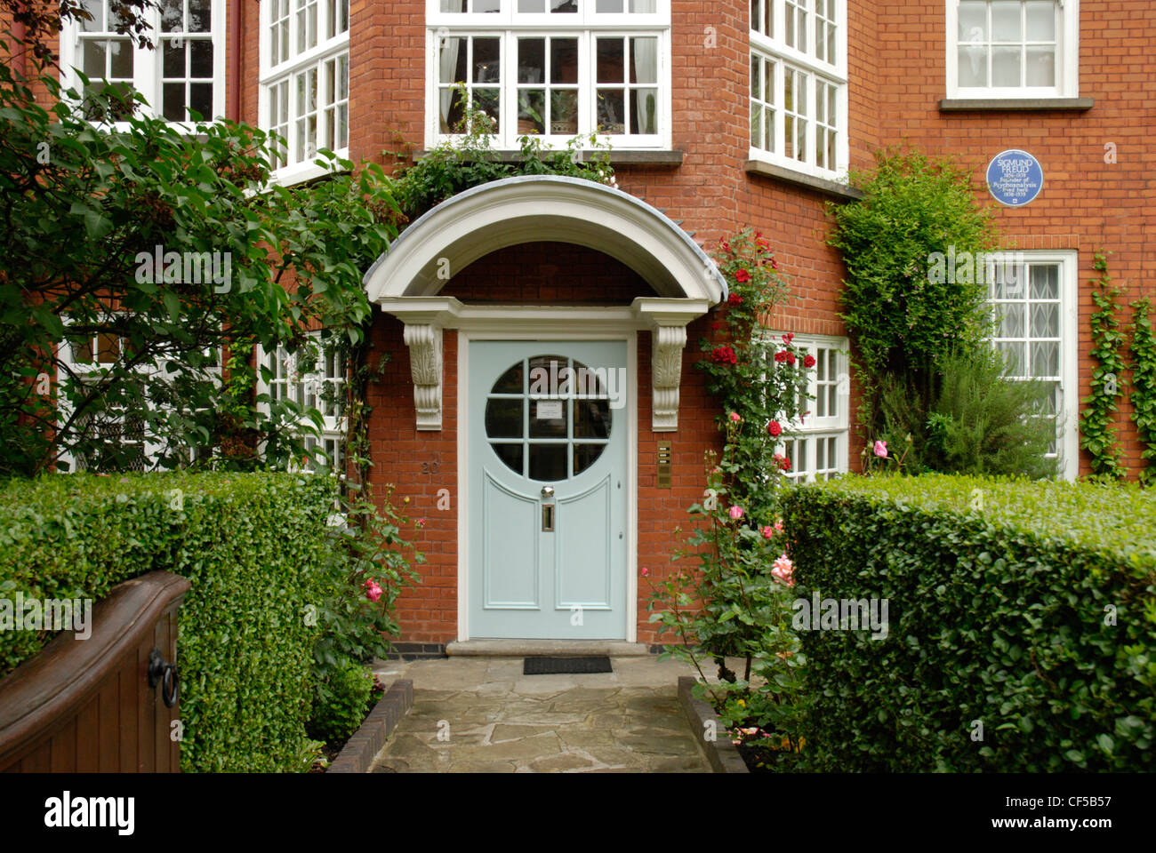 The facade of the Sigmund Freud Museum in Maresfield Gardens. - Stock Image