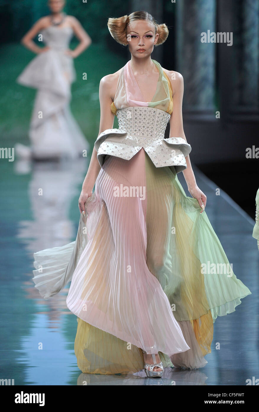 e4d43383a2b7 Christian Dior Paris Haute Couture Autumn Winter Model wearing a ...
