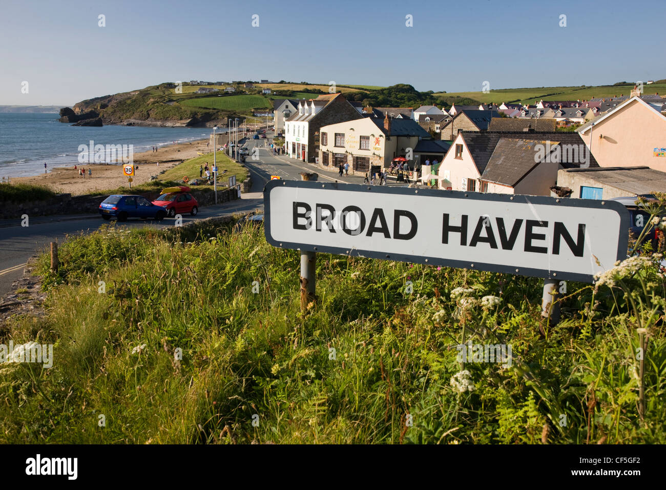 The coastal town of Broad Haven in Pembrokeshire, Wales - Stock Image