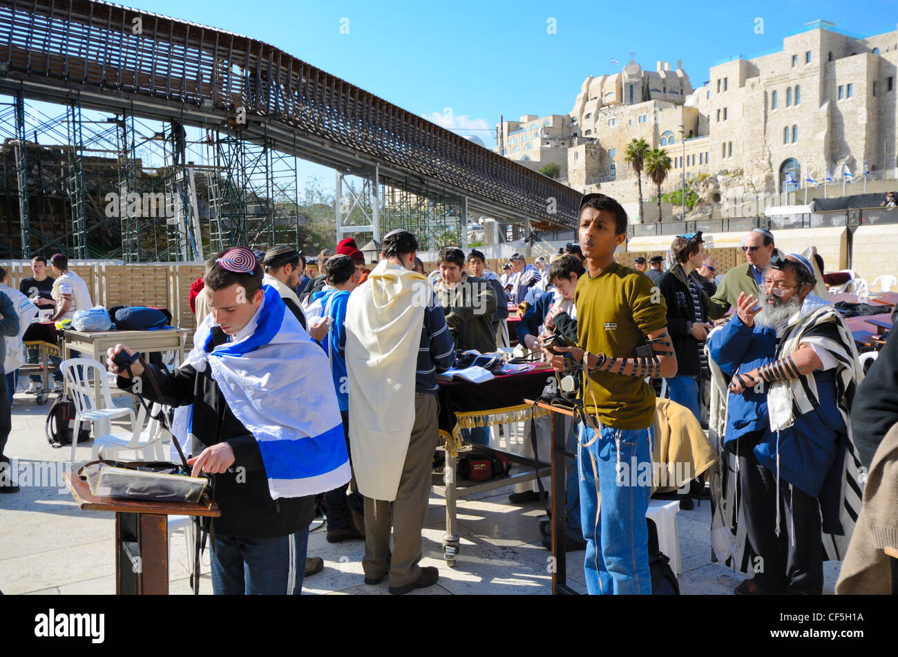 Crowds worship at the Western Wall, the holiest site in Judaism outside the Temple Mount itself in Jerusalem, Israel. - Stock Image
