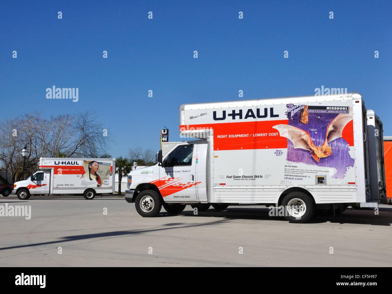 U Haul Moving Truck >> U Haul Moving Trucks Stock Photos U Haul Moving Trucks