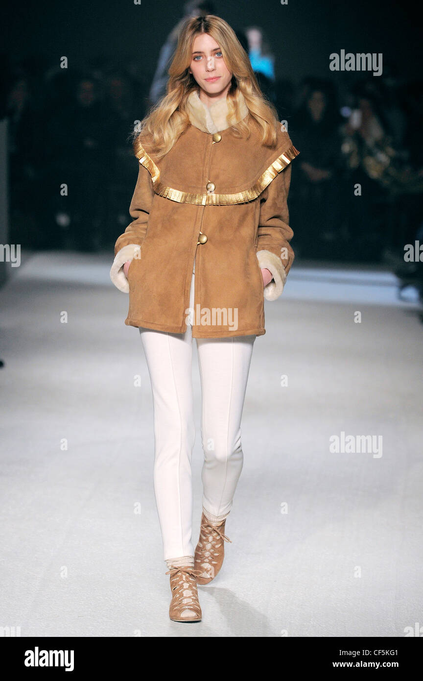 ac1248e6bf505 Paul   Joe Paris Ready to Wear Autumn Winter Beige suede jacket cold  buttons
