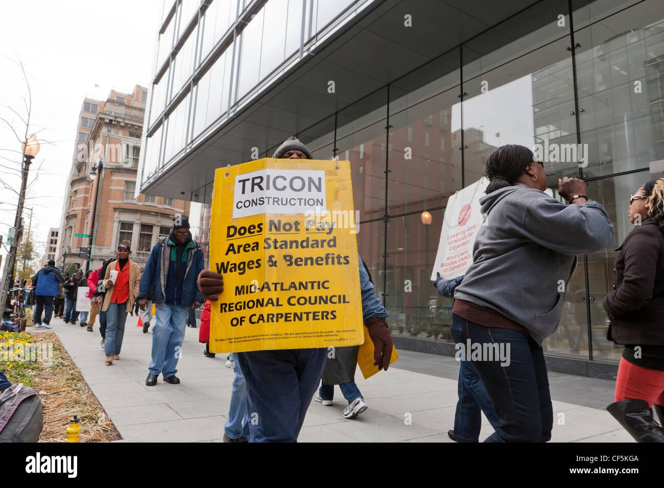 Carpenters on strike - Stock Image
