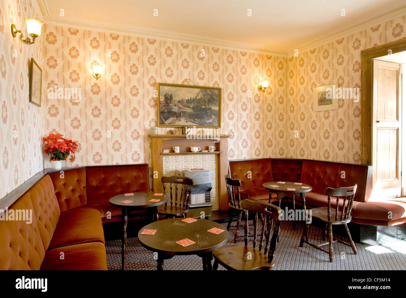 Pub lounge at The Rose and Crown pub. Before thermometers were invented, brewers would dip a thumb or finger into - Stock Image