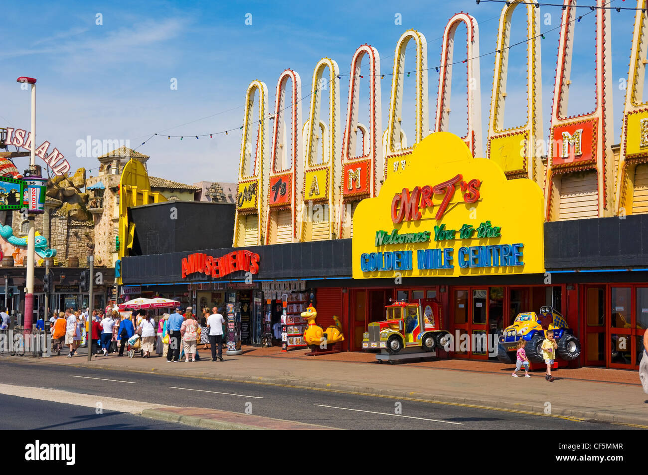 Amusements along the Golden Mile in Blackpool. - Stock Image