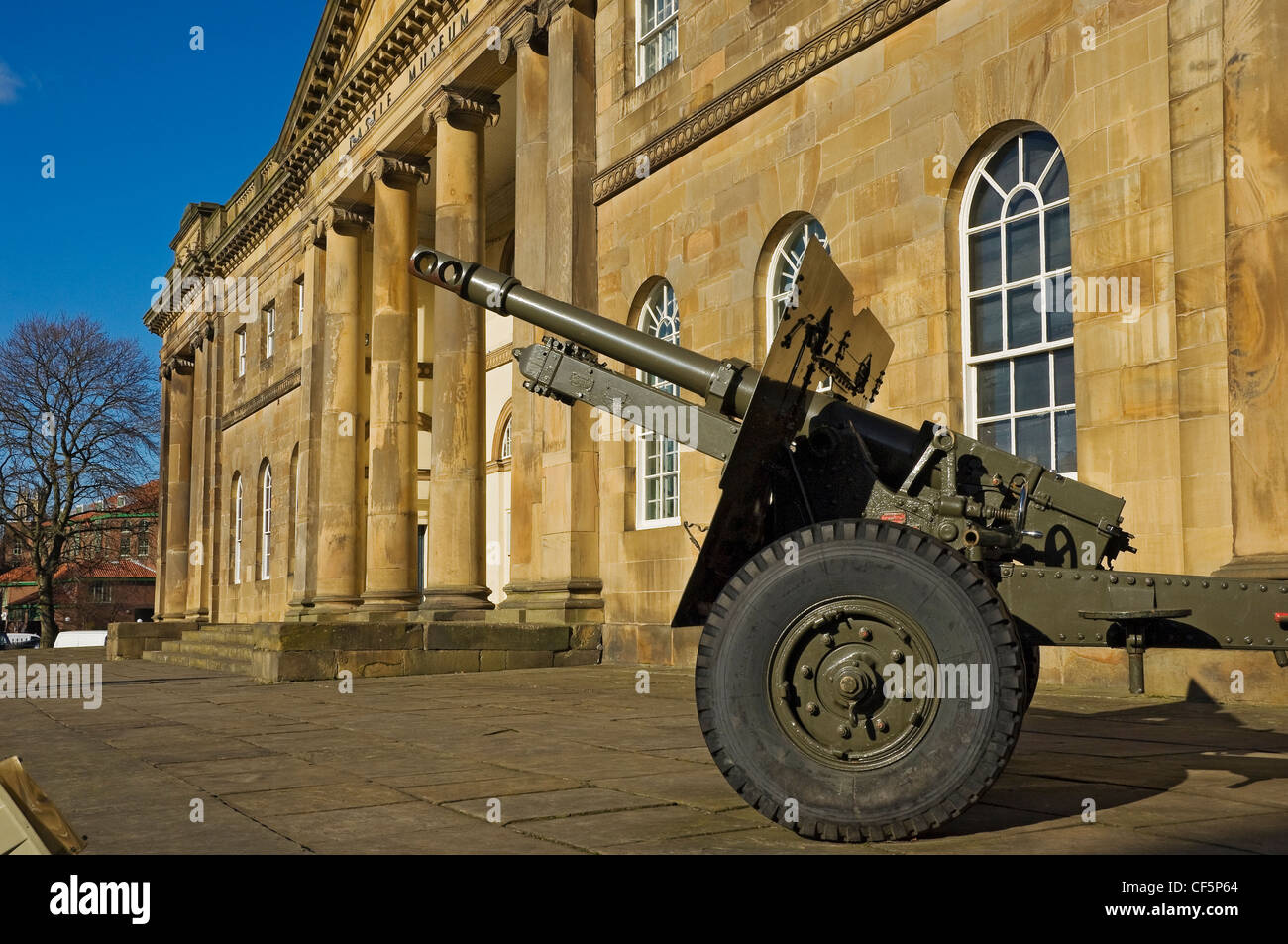 Field gun outside York Castle Museum, one of Britain's leading museums of everyday life. - Stock Image