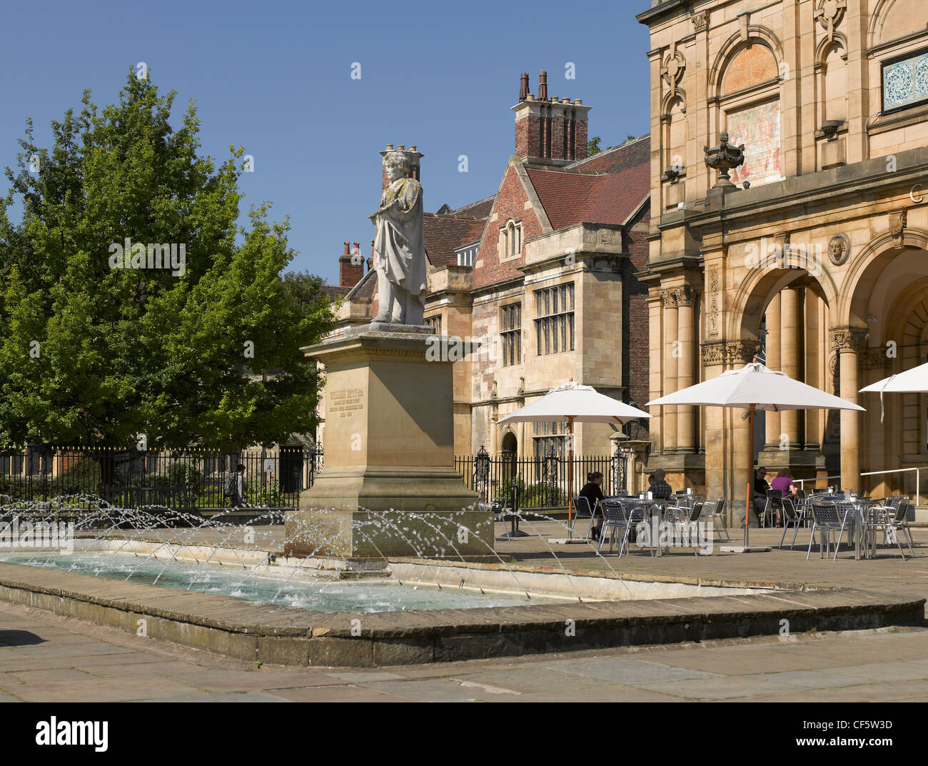 A life-size sculpture of William Etty (an English painter) outside York Art Gallery in Exhibition Square. - Stock Image