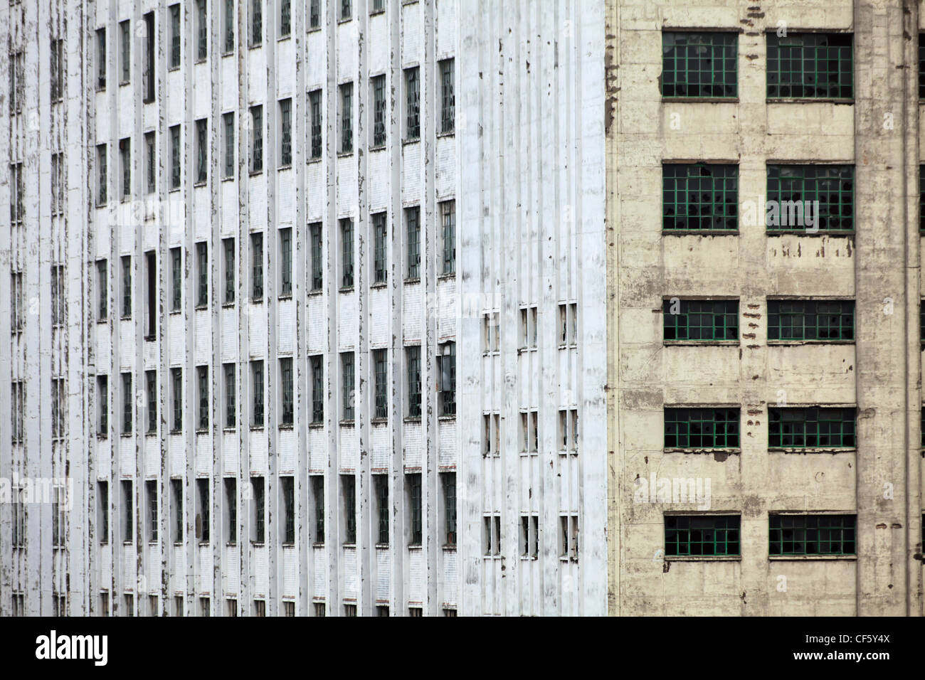 Side elevation of the Spillers Millennium Mills in Docklands. The Millennium Mills have become a much loved icon - Stock Image