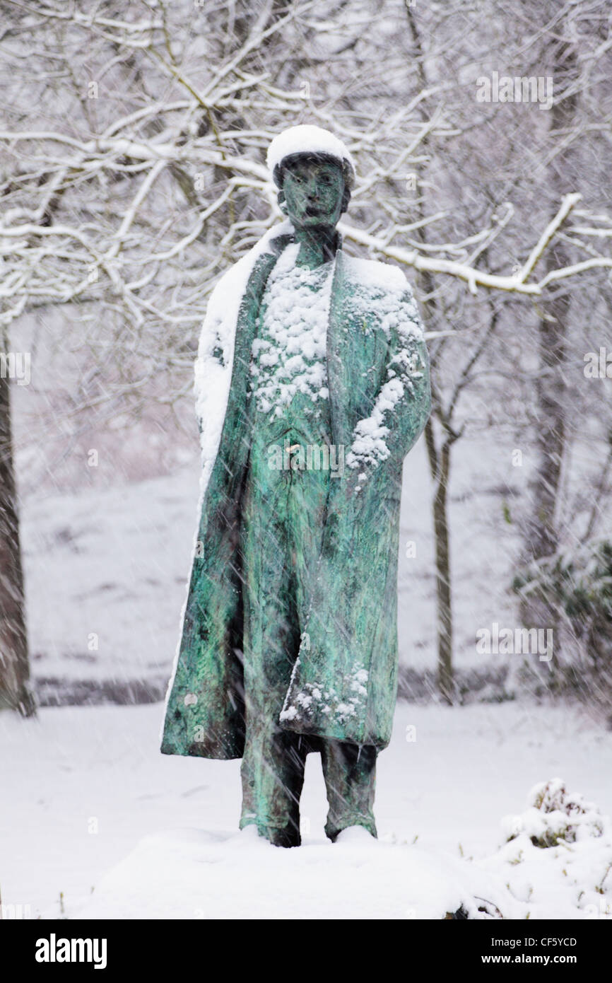 Thick snow on and around Ammon Wrigley's statue in Uppermill. Ammon Wrigley (1861-1946) was a well respected - Stock Image
