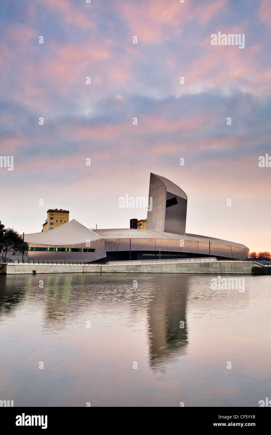 Imperial War Museum North (IWM North) in a spectacular building designed by Daniel Libeskind at Salford Quays. - Stock Image