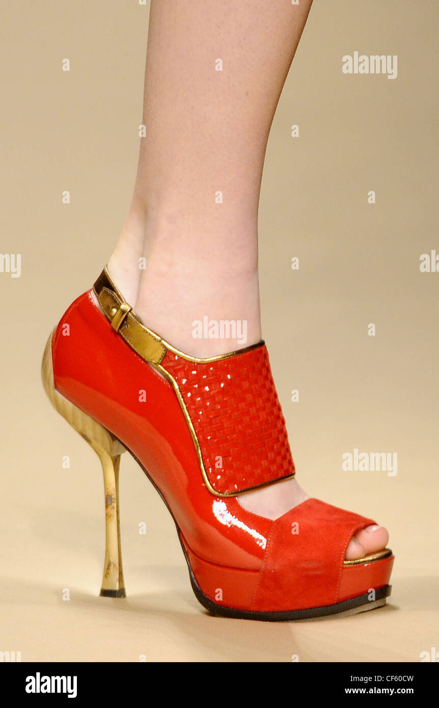 Fashion week How to peep red wear toe heels for lady