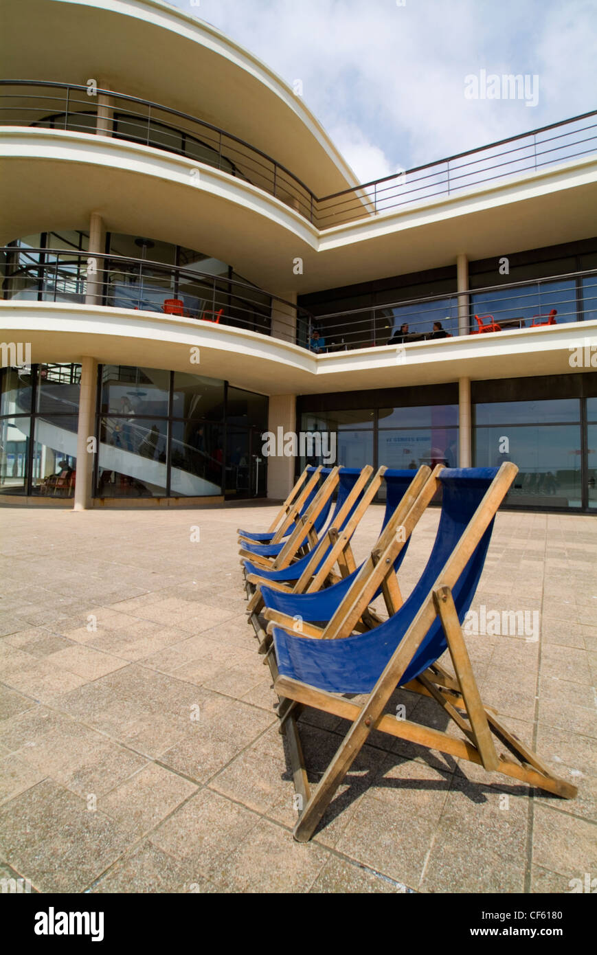 Deckchairs outside the De La Warr Pavillion. The building was designed by Eric Mendelsohn and Serge Chermayeff and - Stock Image