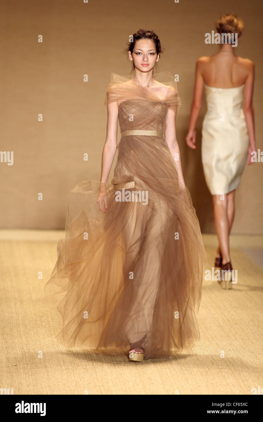 Monique Lhuillier New York Ready to Wear Spring Summer Brown tulle ...
