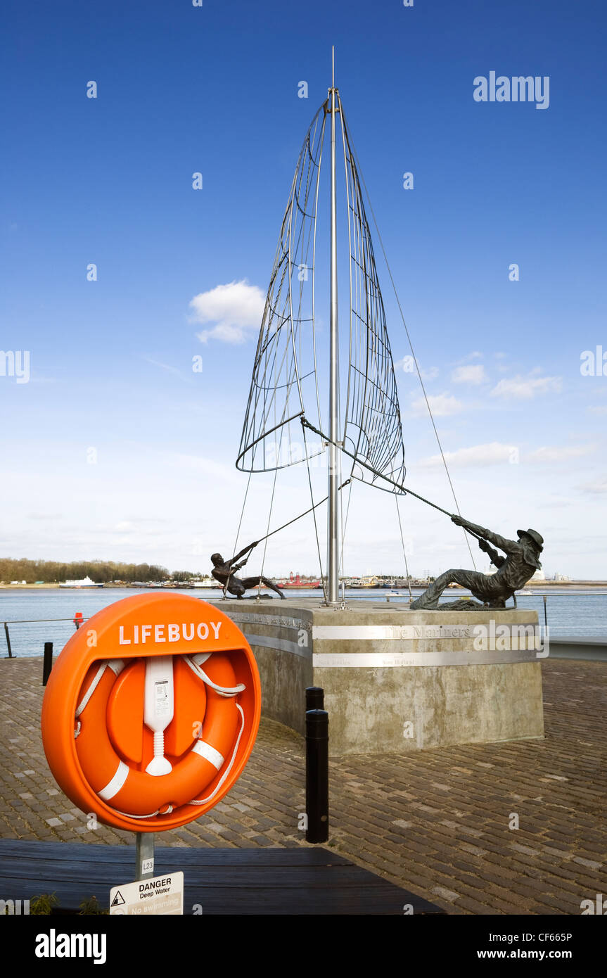The Mariners Sculpture by Sam Holland on the banks of the River Medway at St. Mary's Island. The sculpture was commissioned Stock Photo
