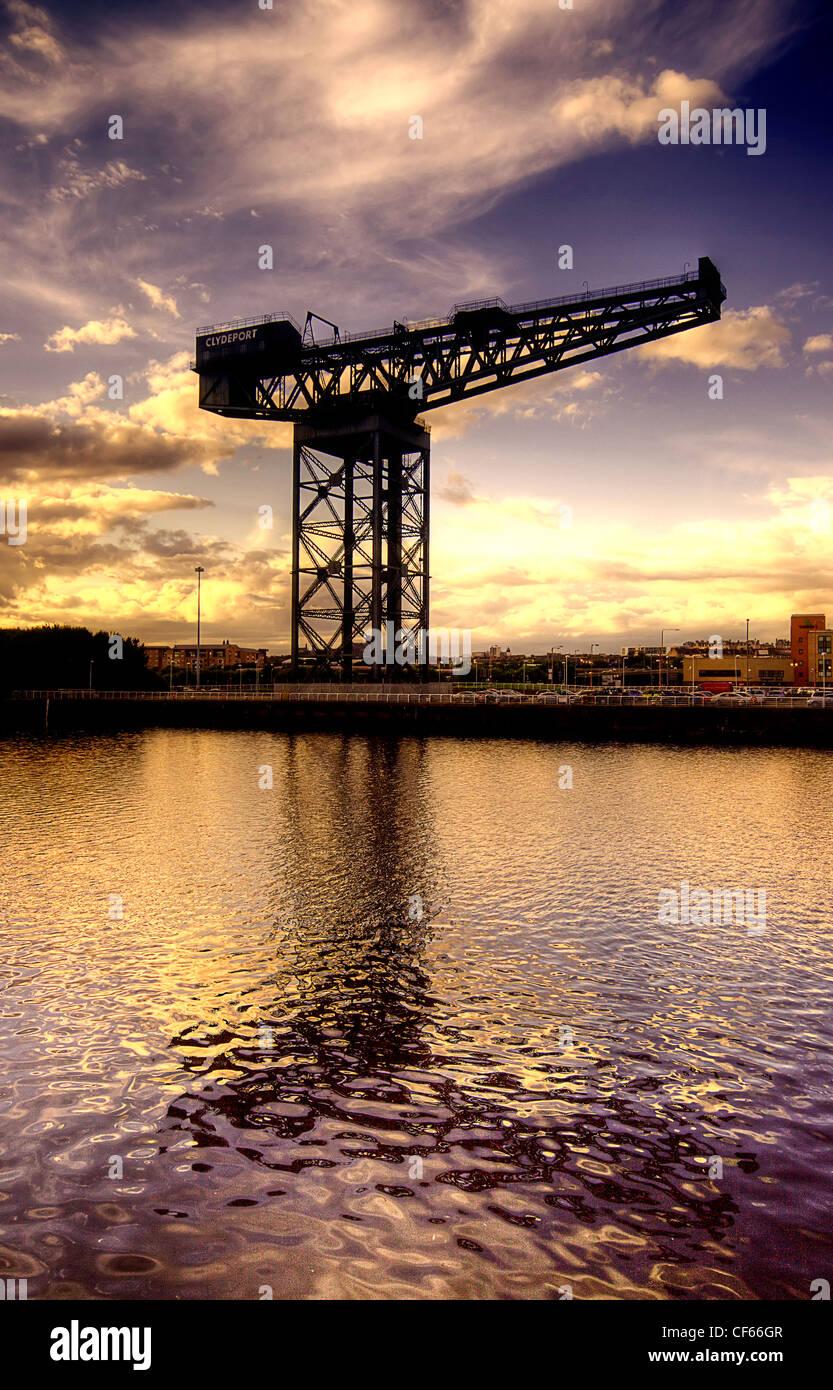 Golden sunset at the Finnieston Crane in Glasgow. - Stock Image