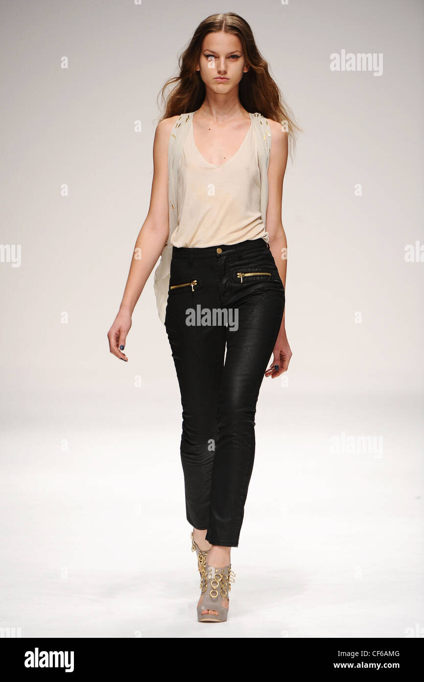 Felder FelderLondon Ready to WearSpringSummer 2011 - Stock Image