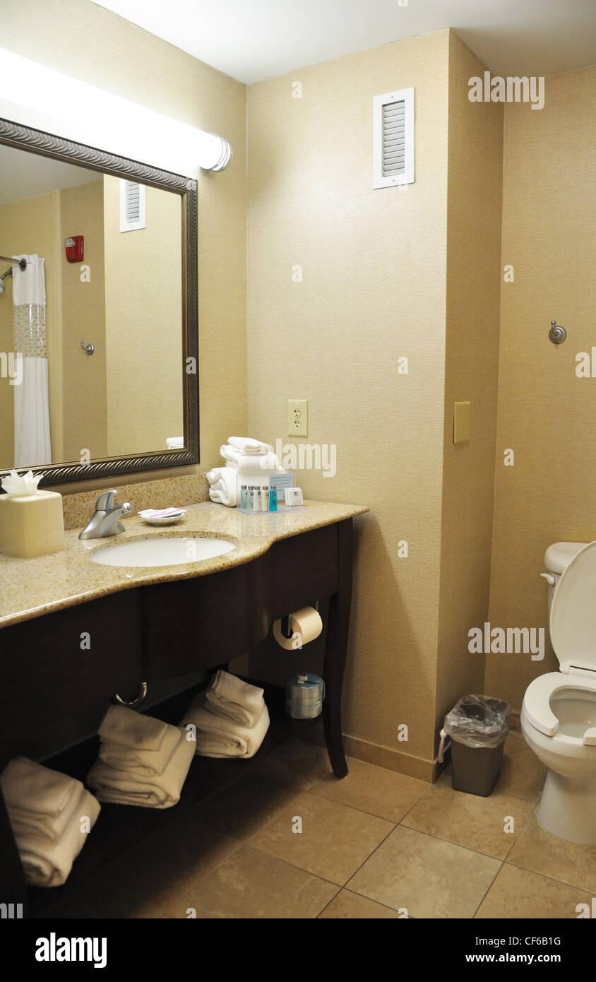 Hilton hotel bathroom, USA Stock Photo: 43780956 - Alamy