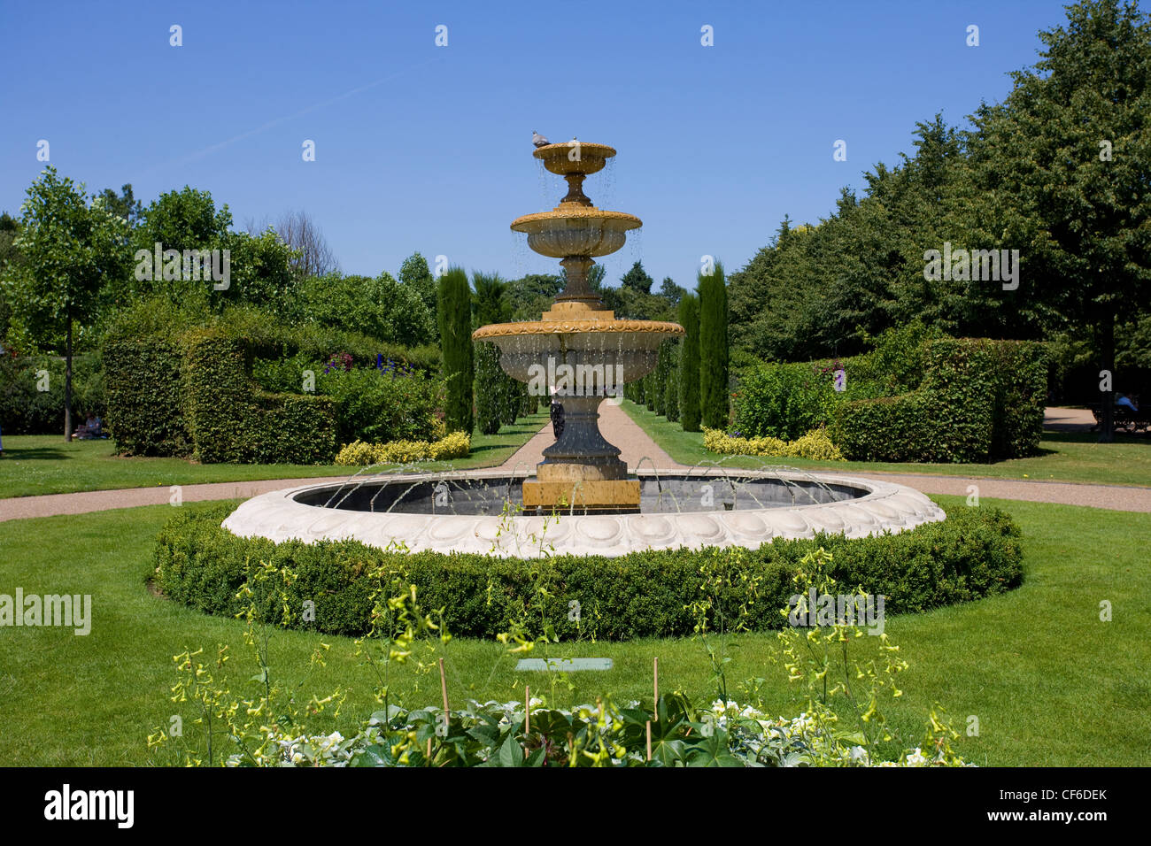 A fountain in The Regent's Park. - Stock Image
