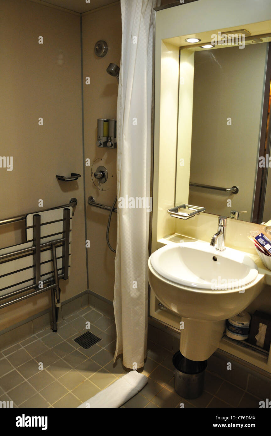 Cruise Ship Bathroom For Handicapped Stock Photo 43783066 Alamy