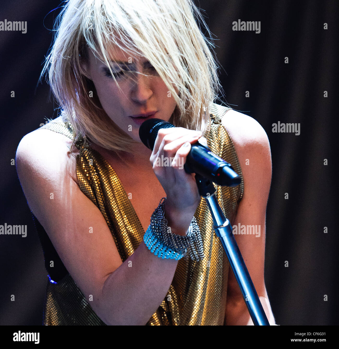 Metric  playing on Day 1 of Voodoo Festival 2010 in New Orleans. - Stock Image